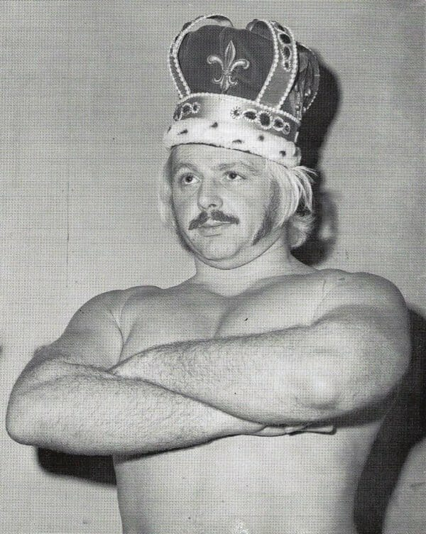Bobby Shane who died in the Tampa Bay Plane Crash wearing a kings crown with his arms crossed