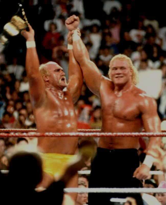 Sid Vicious holds up Hulk Hogans arm in victory