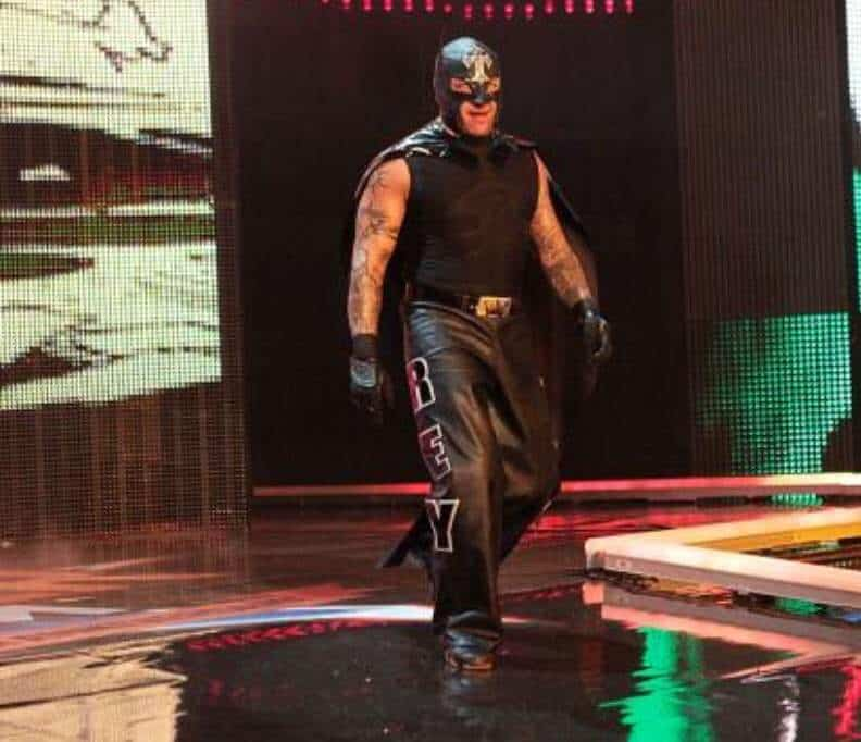 For his Intercontinental Championship match against The Miz at SummerSlam 2012, Rey donned all black, complete with pointed ears and cape, no doubt channelling the iconic silhouette of the Dark Knight himself, Batman, in a nice echo of his 2009 Joker get-up
