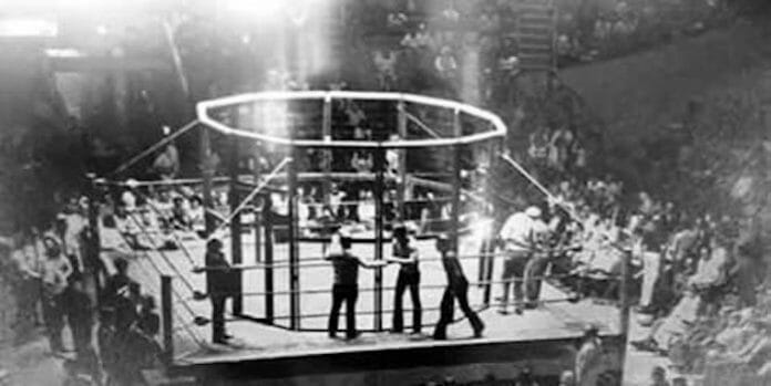 Jack Bloomfield Vs. Count Rossi. The first recorded cage match, a Chicken Wire match, took place on June 25th, 1937 in Atlanta, Georgia.