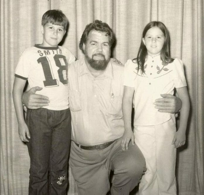 Grizzly Smith, the father of Jake Roberts, poses with his two other children and future wrestlers, Sam Houston and Rockin' Robin.