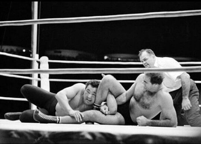 Lou Thesz, seen here applying a short-armscissors to Rikidozan, easily schooled an inexperienced Rikidozan in their first encounters.