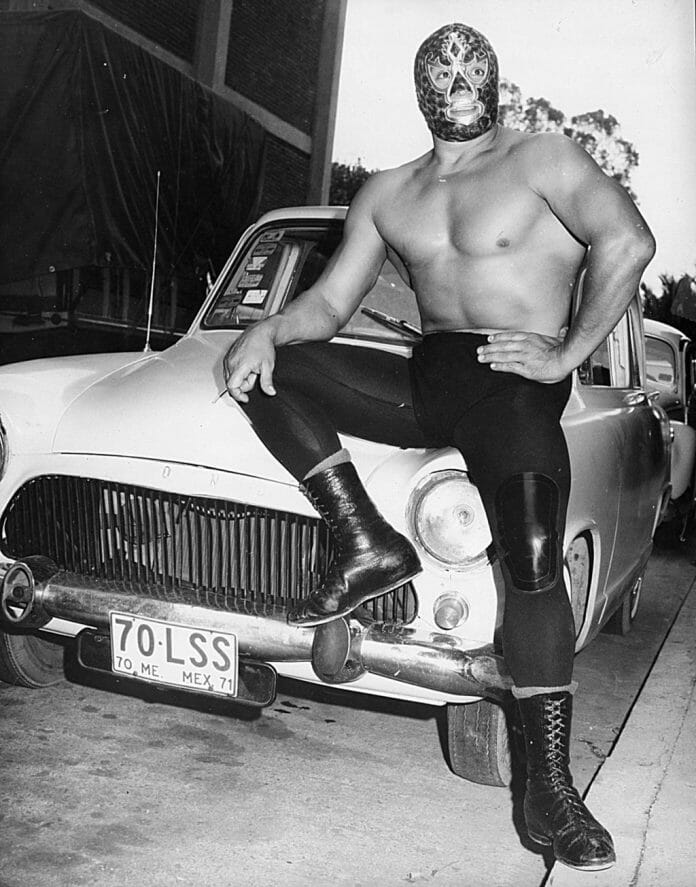 Mil Máscaras became a superstar outside the squared circle and continued the tradition of