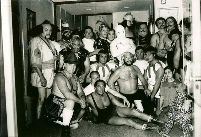 The genius behind Titanes en el Ring was Martín Karadagián (kneeling in front). He understood the importance of television and the element of entertainment needed for the survival of wrestling in Argentina.