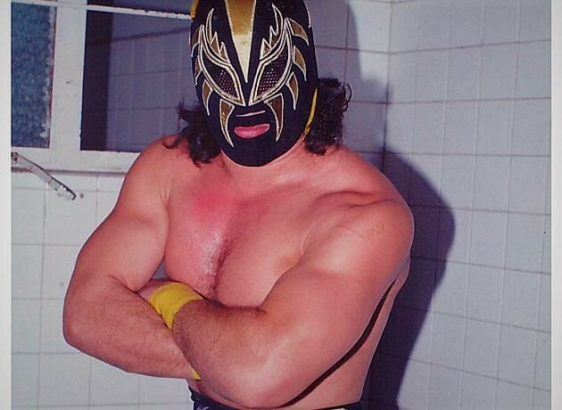 Oro, one of the more promising stars in Lucha Libre, died tragically in 1993 at the age of 21.