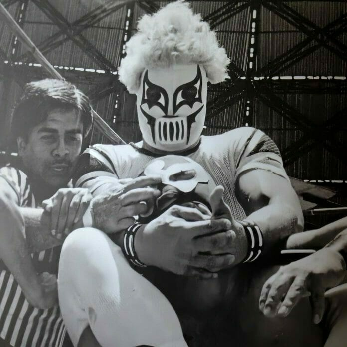 Was the original Kahoz compelled to murder his opponents to the point where they wound up burying the original mask?