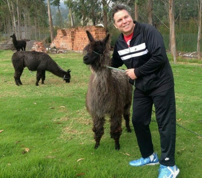 Lanny Poffo makes new friends during one of his first visits to Ecuador.