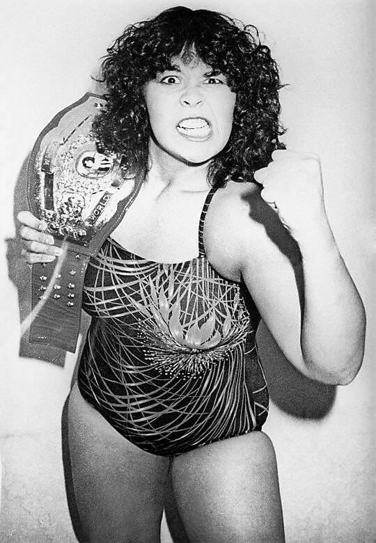 With little experience but a fantastic look, Rhonda Sing found immediate success as Monster Ripper in Japan in her 1979 debut. She maintained a high profile in AJW during most of the '80s.