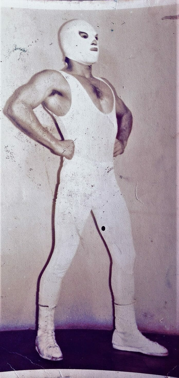 Throughout most of his career, The Rayman worked without a mask, but he sported one like his idol and trainer The Tempest from Mexico for a brief period.