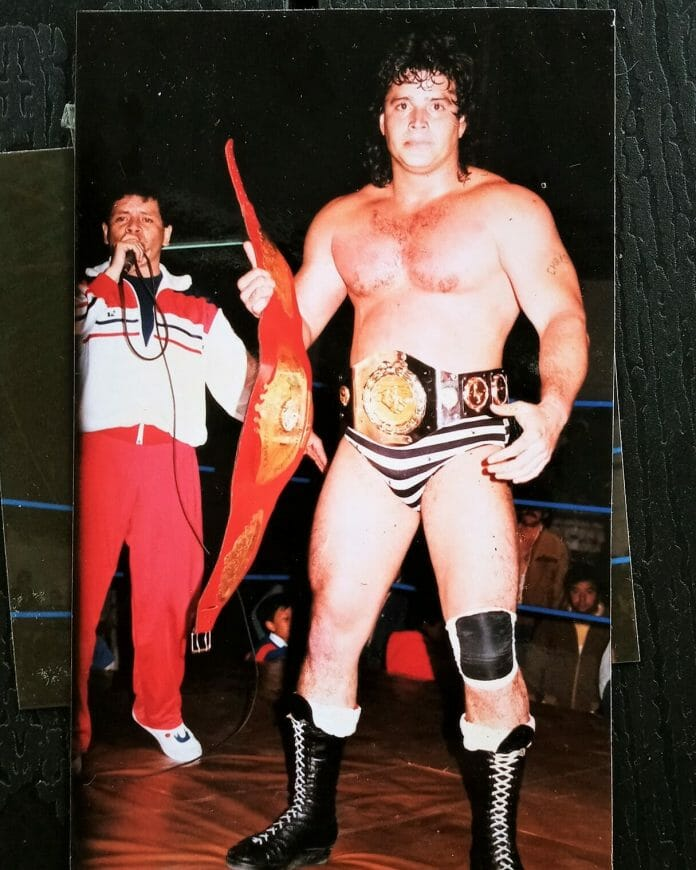 Huracán won several championships outside of El Salvador, including Colombia and Ecuador, and is one of El Salvador's most well-traveled and famous wrestlers.