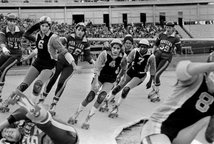 More than 27,000 fans flocked to Shea Stadium for the 1973 world championships. By the end of that year, the International Roller Derby League would cease to exist. May 26, 1973. [Photo: Michael Evans / The New York Times]